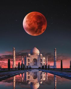 Magical Taj Mahal 😍 Which one of the 5 pictures is your favorite? Photos by Taj Mahal, Beautiful Mosques, Beautiful Places, World Famous Places, Moon Pictures, Fantasy Places, Beautiful Moon, Islamic Architecture, Jolie Photo