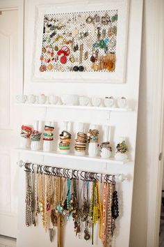 18 ideas jewerly storage organizar collares for 2019 Closet Organization, Jewelry Organization, Jewelry Wall Organizers, Bracelet Organizer, Storage Organizers, Bracelet Display, Organization Ideas, Jewellery Storage, Jewellery Display