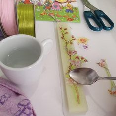 Δείτε τα βήματα της κατασκευής Λαμπάδας με Decoupage Tableware, Decoupage, Light Bulb Vase, Dinnerware, Tablewares, Dishes, Place Settings