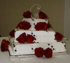 Square wedding cake, with roses