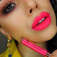 Dunkelrosa lippen-make-up für den winter. Neon Lipstick, Hot Pink Lipsticks, Lipstick Shades, Lipstick Colors, Liquid Lipstick, Lip Colors, Winter Lipstick, Mauve Lipstick, Bright Lipstick