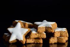 5 συνταγές για τα ωραιότερα χριστουγεννιάτικα μπισκότα που έχετε φτιάξει ποτέ - Με σοκολάτα, τζίντζερ, φουντούκια | GASTRONOMIE | iefimerida.gr Cookies, Biscuits, Foods, Desserts, Fine Dining, Crack Crackers, Crack Crackers, Food Food, Tailgate Desserts