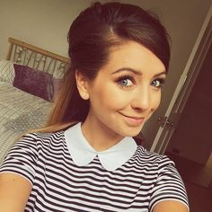 /FC: Zoe Sugg Hey, I'm Lindsay Evans. I'm 16 and kind of the artsy/musical girl… Zoella Makeup, Zoella Hair, Hair Makeup, Zoe Sugg, Celebs, Celebrities, Looking For Women, Hair Trends, Hairstyle