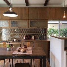 Inspiring Japanese Kitchen Style - My Little Think Modern Kitchen Design, Interior Design Kitchen, Kitchen Tiles, Kitchen Dining, Japanese Kitchen, Japanese Homes, Kitchen Remodeling Contractors, Mid Century Modern Kitchen, Japanese Interior