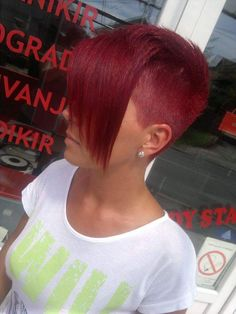 Rasierte Haare All sizes Untitled Edgy Short Haircuts, Stacked Bob Hairstyles, Short Hairstyles For Women, Edgy Short Hair Cuts For Women, Funky Short Hair, Super Short Hair, Short Hair Styles, Disconnected Haircut, Vibrant Hair Colors