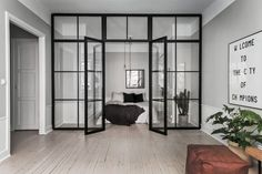 A Scandinavian home with grey walls & an industrial touch (Vosgesparis) Apartment Door, Apartment Design, Clean Apartment, Stockholm Apartment, Glass Wall Design, Glass Room Divider, Interior Architecture, Interior Design, Room Interior