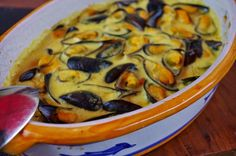 mouclade charentaise French Food, Fish Recipes, Starters, Cheeseburger Chowder, Vegetable Pizza, Soup, Chicken, Cooking, Breakfast