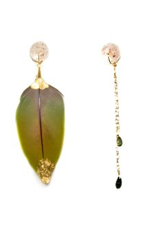 LKspe195 boutique Tess, or lépidolite, plume verte plaquée or, tourmalines vertes, 135€