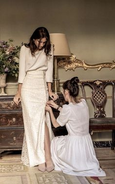 124 excellent and elegant silk wedding dresses -page 21 > Homemytri.Com 124 excellent and elegant silk wedding dresses -page 21 > Homemytri. Bridal Gowns, Wedding Gowns, Wedding Outfits, Wedding Ceremony, Wedding Venues, Dress Skirt, Dress Up, Dress Outfits, Fashion Dresses