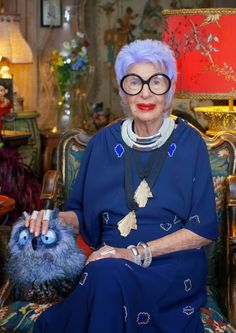 With an irresistible more-is-more attitude, style icon Iris Apfel boldly interpreted our collection. Sarotti Mohr, Thats Not My Age, How To Have Style, Iris Fashion, Advanced Style, Estilo Fashion, Ageless Beauty, Golden Girls, Aging Gracefully