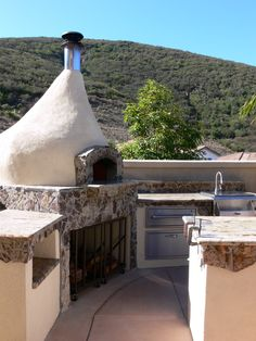 this would be dreamy: Italian pizza oven as part of an outdoor home kitchen