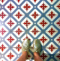 Hacia un montón que no subía suelos con lo que me chiflan!!!   #ihavethisthingwithfloors #ihaveathingwithfloors #floor #fromwhereistand #piestureo #beautiful #tiles #tileaddiction #tileart #tileporn #nothingisordinary #arteverywhere #archidaily #archilovers #architecture #architecturegram #architectureporn #architecturelovers #suelo #suelosbonitos #baldosas #baldosashidraulicas #antique #old #townske #bcn #bcnexplorers #barcelona #gotic #goticquarter by sandrarojo