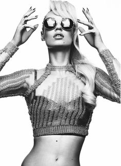 Iggy Azalea has a look all her own, and I'm obsessed. Also gimme the sunglasses!