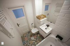 Płytki azulejos na podłodze w łazience - Lovingit.pl