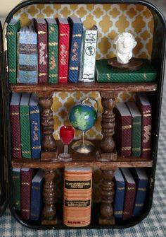 "This altered aLToiDS TiN shows a Teeny TiNY LiBRaRy, complete w/ Globe 🌎 & lots of Books 📚 . Great for the bibliophile in your life. These re-purposed Altoid Tins measure just 3 ½"" high, 2 ½"" wide, & ¾"" deep. Perfect as a stocking stuffer. Fun Crafts, Diy And Crafts, Paper Crafts, Geek Crafts, Altered Tins, Mint Tins, Small Tins, Tin Art, Recycling"