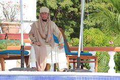 traje de novio para boda arabé, musulmán. fotografía realizada por Braulio fuentes en el hotel villa vera de acapulco. diseño de edgar uriel