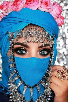 Pretty Blue Eyes, Lovely Eyes, Stunning Eyes, Cool Eyes, Niqab Eyes, Arabic Eyes, Bushy Eyebrows, Muslim Women Fashion, Arabic Makeup