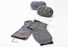 Kuvahaun tulos haulle neule ohjeet 7 v sukkiin Knitting Wool, Knitting Socks, Knitting Projects, Knitting Patterns, Knitting Ideas, Diy And Crafts, Arts And Crafts, Leg Warmers, Mittens