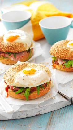 Update your bagel recipe with this egg in the hole version that's bound to be a winner with the adults and kids! Swap out the cream cheese for tomato chutney and the smoked salmon for smoked ham and dress the bagel with an egg in top for a delicious alternative. This simple bagel brekkie is a great way to whip up baked eggs on a completely edible base, forgoing baking dishes for washing! Bagel Breakfast Sandwich, Breakfast Recipes, Breakfast Options, Smoked Ham, Smoked Salmon, Egg Bagel Recipe, Cooking Recipes, Healthy Recipes, Snacks Recipes