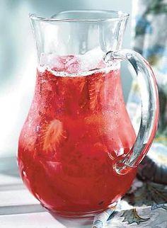 Tuoremansikkabooli | Juomat | HS Smoothie Drinks, Fun Drinks, Food And Drink, Cocktails, Koti, Baking, Sweet, Desserts, Graduation