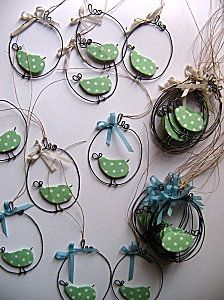 Would make the cutest ornament! Wire Crafts, Metal Crafts, Christmas Crafts, Spring Art, Paperclay, Fabric Birds, Chicken Wire, Handmade Ornaments, Wire Art