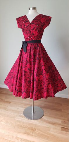 1950s Red Roses Print Cotton Dress / Rhinestones / Full Sweep Circle Skirt / 50s Cotton Dress / 1950s Summer Dress / Medium Vintage Summer Dresses, Vintage Outfits, Vintage Fashion, Clean And Press, Rhinestone Dress, Novelty Print, Vintage Roses, Black Tie, Cotton Dresses