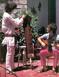 George Harrison and John Lennon in 1967