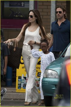 Angelina Jolie and her Louis Vuitton Sac Plat