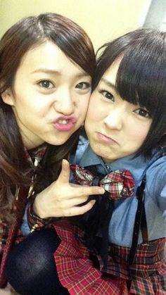 Yamamoto Sayaka (NMB48)  and Oshima Yuko (AKB48) together. Love this girls
