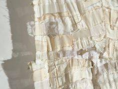 white rag quilt - 170 x 195 cm Detail of Barbara WISNOSKI 's pieced work -