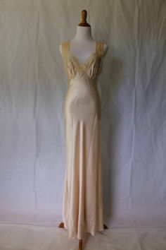 Vintage SAAB Champagne Silk Bias Gown Vionnet Style Hand Sewn in France Sz M 36
