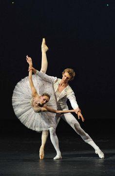 "Bolshoi Ballet's Olga Smirnova and Semyon Chudin in Balanchine's ""Jewels.""  #dance"