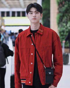 Li Hong Yi, Chinese Boy, Ulzzang Boy, Mens Glasses, Asian Actors, China, Handsome Boys, Cute Guys, Boy Outfits