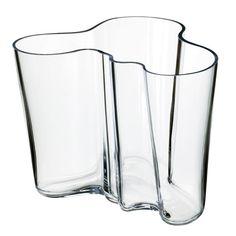 iittala Vaas Alvar Aalto,deze vaas laat zien hoe mooi simpel kan zijn.  #glas #bloemen