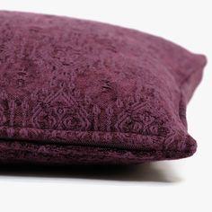 Capa de Almofada Green Artisan Bordô 45 x 45 cm | referência 26875314 | A Loja do Gato Preto | #alojadogatopreto | #shoponline Shabby Chic, Towel, Artisan, Throw Pillows, Green, Bedspreads, Napkins, Blinds, Interiors