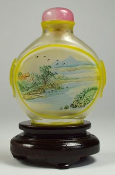A CHINESE INSIDE PAINTED GLASS SNUFF BOTTLE : Lot 52