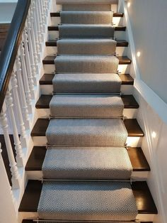 25 Best Geometric Carpet Decor Ideas for Stairways Stair Runner Rods, Staircase Runner, Stair Rods, Stair Runners, Carpet Runner On Stairs, Stairs With Lights And Carpet, Rugs For Stairs, Lights On Stairs, Flooring For Stairs