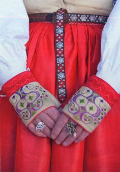 FolkCostume&Embroidery: Costume of Leksand Dalarna Sweden and Leksand embroidery Half Gloves, Reds Bbq, Swedish Embroidery, Bbq Apron, Leather Apron, Grilling Gifts, Swedish Style, Summer Barbecue, Folk Costume