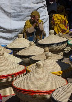 A Market, Bati, Amhara Region, Ethiopia.people working with Basket . # at work Basket Horn Of Africa, Eric Lafforgue, Addis Ababa, Cultural Identity, Art Textile, Arte Popular, African Countries, People Of The World, East Africa