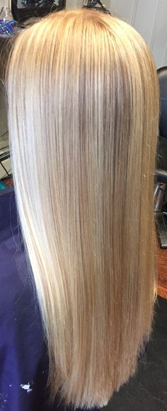Light blonde highlights on natural strawberry blonde hair
