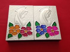 Virgen repujada en aluminio y pintura de vitral Aluminum Foil Crafts, Metal Crafts, Tin Foil Art, Tv Showcase, Metal Embossing, Crafty Craft, Clay Art, Metal Art, Pewter
