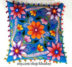 Peruvian Pillow cushion covers Hand embroidered flowers by khuskuy Embroidery Patterns Free, Hand Embroidery, Crochet Patterns, Embroidered Cushions, Embroidered Flowers, Mexican Embroidery, Flower Sketches, Hand Art, Alpaca Wool
