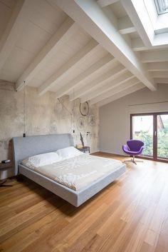 Una casa efficiente con vista sul Lago di Garda #bedroom #interior #design