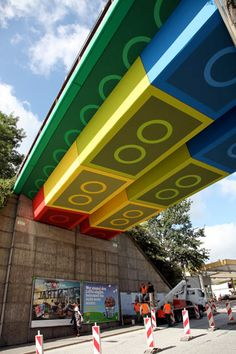 Railway bridge in Wuppertal, Germany was painted to look like it was made out of colorful LEGO bricks.Unique project was completed in 4 weeks by talented German street artist Martin Heuwold (aka MEGX).