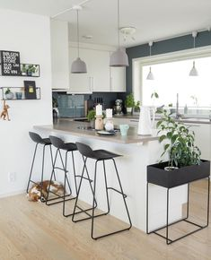Definitely eager for attempting this approach. Condo Home Remodel Small Modern Kitchen Design, Interior Design Kitchen, Kitchen Decor, Apartment Interior, Apartment Design, Küchen Design, House Design, Design Concepts, Design Ideas