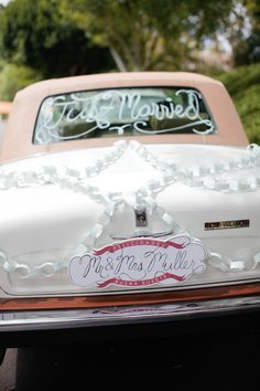 18 Fun Just Married Wedding Car Ideas - Coiffures De Mariage Whimsical Wedding, Diy Wedding, Wedding Events, Dream Wedding, Wedding Day, Wedding Stuff, Wedding Summer, Wedding Receptions, Gold Wedding