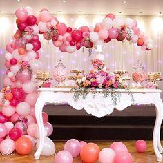 """507 curtidas, 12 comentários - Kely Pinheiro (@bellafioredecor) no Instagram: """"Inspiração fofa por @elegant_tea_time, com esse arco de balões desconstruído em tons de rosa,…"""""""