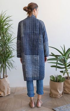 Our very last piece This Perfectly puffy coat is our collaboration with textile designer Neeru Kumar! This Indigo patchwork kantha stitch coat designed exclusively by Two is where style meets comfort. Incredibly soft and cozy like a warm blanket. The coat Quilted Clothes, Sewing Clothes, Diy Clothes, Cute Skirt Outfits, Cute Skirts, Look Fashion, Diy Fashion, Kimono Fashion, Womens Fashion