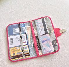 Organizér První republika Organization, Zip, Wallet, Getting Organized, Organisation, Handmade Purses, Purses, Diy Wallet, Purse