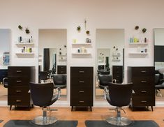 Contemporary salon stations at SALON by milk + honey Arboretum Market. Home Hair Salons, Hair Salon Interior, Salon Interior Design, Home Salon, Beauty Salon Decor, Beauty Salon Design, Hair And Beauty Salon, Small Beauty Salon Ideas, Deco Spa